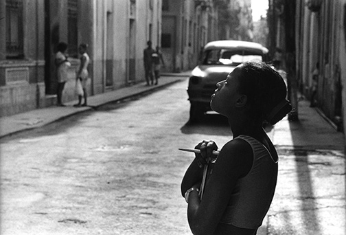 A school girl in Havana looks up to chat with a friend. © Kevin Moloney, 2001