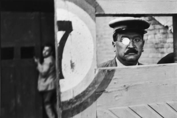 Bullring, Valencia, 1933. © Henri Cartier-Bresson