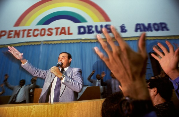 Pastor Odair Gomes, 34, of the Deus É Amor church in Rio de Janeiro, addresses his congregation during an evening service at the church. Gomes is responsible for the State of Rio de Janeiro and oversees more than 600 churches. © Kevin Moloney, 1995